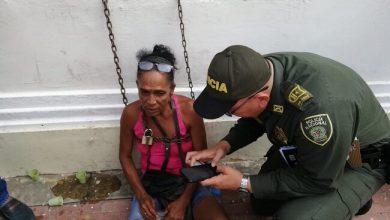 Photo of Mujer se encadenó en la Alcaldía para exigir las 'bicitaxis' que le fueron inmovilizadas