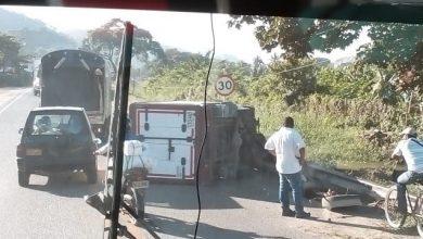Photo of Se volteó furgón de carga a la altura de Río Frío