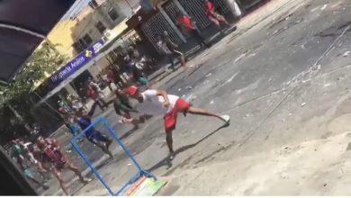 Photo of En Gaira no se quedaron atrás, también hubo peñón, botella y puñalá