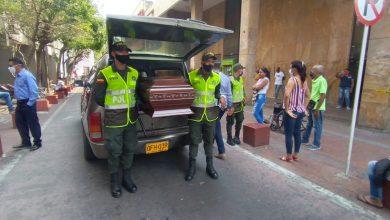 Photo of Con carro fúnebre llaman la atención de los samarios para que acaten la cuarentena