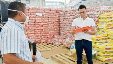 Photo of Caicedo supervisa Banco de Alimentos donde se arman mercados que serán entregados en municipios del Magdalena