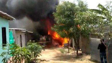 Photo of Le quemó la casa a la mamá porque le extravió un gallo