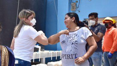 Photo of Alcaldesa lleva agua a comunidad de Taganga