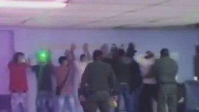 Photo of Los capturaron por participar en fiesta clandestina pero los soltaron porque no tenían coronavirus