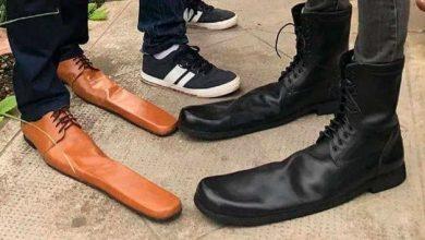 """Photo of Zapatos de talla 75, la """"solución"""" de un zapatero para mantener la distancia social"""