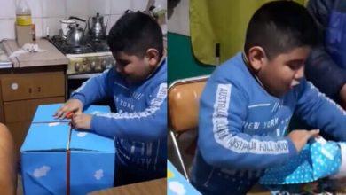 """Photo of """"Este es el mejor cumpleaños de mi vida"""" reacción de niño ante sencillos regalos"""