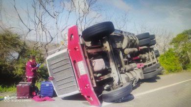 Photo of ¡Vuelve y juega! Otro vehículo volcado en la vía a Barranquilla