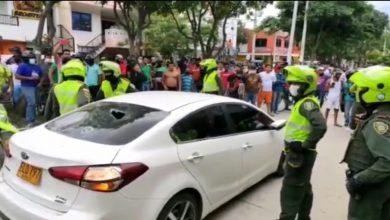 Photo of Comunidad logró atrapar a sujeto que presuntamente se robó este carro en Santa Marta