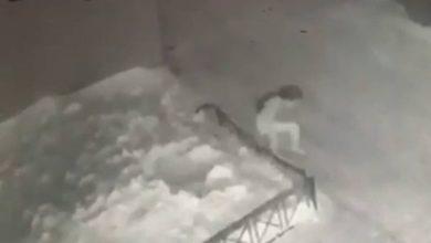 Photo of Niña de seis años cayó desde un cuarto piso y la salvó la nieve