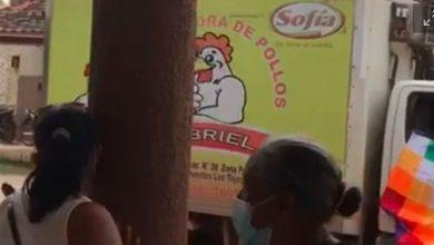 Photo of En Bolivia trasladan vacuna rusa en un camión que distribuye pollos