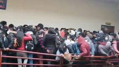 Photo of Tragedia en Bolivia: mueren 7 estudiantes tras caer desde un cuarto piso al romperse una baranda